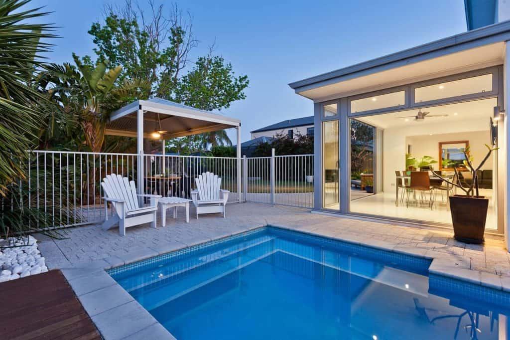 האם יש ביטוח שמכסה תביעות בבריכה ביתית?