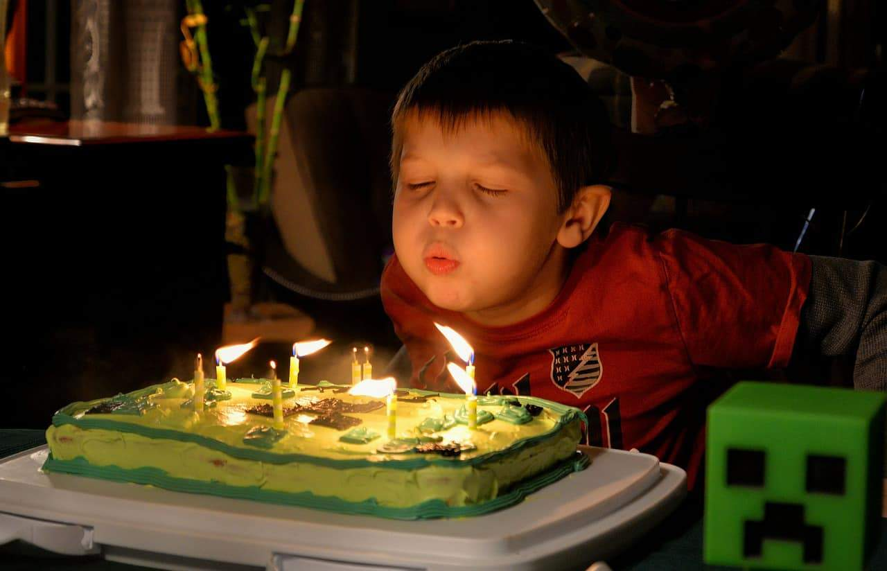ילד יום הולדת